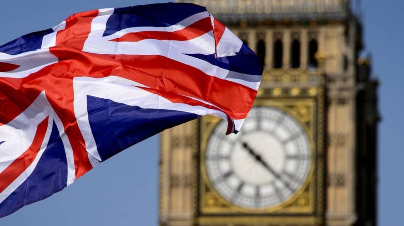 Εγκαταλείπουν τη Βρετανία οι εργαζόμενοι υψηλής ειδίκευσης