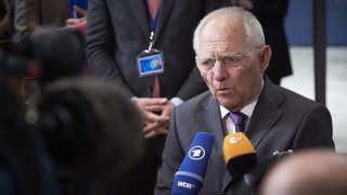Η Γερμανία ενέκρινε την εκταμίευση της δόσης στην Ελλάδα - Τα πυρά προς τον Σόιμπλε