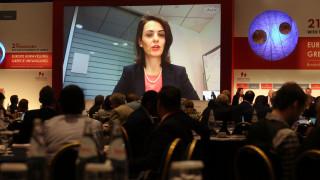 Η Βελκουλέσκου επιμένει για μέτρα ελάφρυνσης του ελληνικού χρέους