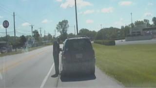 Αστυνομικός έλεγχος - παρωδία: Του'φυγε το περιπολικό και το πήρε στο κατόπι