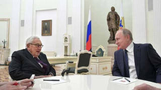 Ρωσία: Καμία μεσολάβηση του Κίσινγκερ για τη συνάντηση Πούτιν - Τραμπ