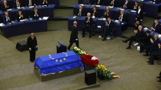 Η Ευρώπη και δεκάδες ηγέτες αποχαιρέτισαν τον Χέλμουτ Κολ (pics&vid)