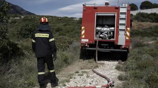 Μαίνεται η φωτιά στη Μυτιλήνη