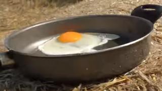 Λάρισα: Τηγάνισε αυγό μόνο με τον... ήλιο (vid)