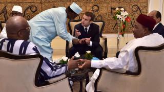 Μακρόν: Το Παρίσι και οι Αφρικανοί εταίροι πρέπει να ξεριζώσουν τους μαχαιροβγάλτες