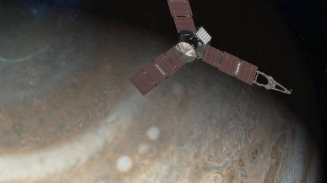 Juno: Το πρώτο διαστημικό σκάφος που θα «εξετάσει» την «ερυθρά κηλίδα» του Δία