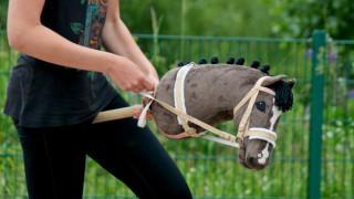 Ιππασία χωρίς… άλογο: Η νέα τρέλα στην Φινλανδία