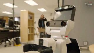 Ρομπότ βοηθά ανθρώπους με αναπηρίες