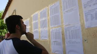 Πανελλαδικές: Τι «δείχνουν» τα στατιστικά των βαθμολογιών για τις βάσεις των σχολών