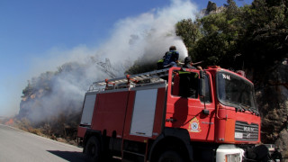 Σε πύρινο κλοιό η Μάνη: Εχθρός των πυροσβεστών οι ισχυροί άνεμοι