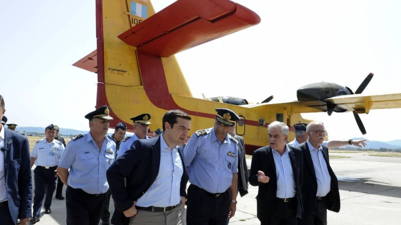 Στην βάση πυροσβεστικών αεροπλάνων στην Ελευσίνα ο Αλέξης Τσίπρας