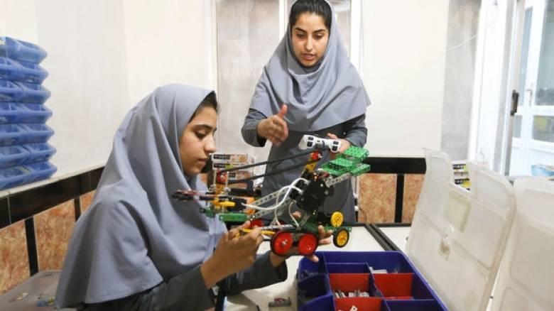 «Πόρτα» των ΗΠΑ σε έξι Αφγανές που θα έπαιρναν μέρος σε διεθνή διαγωνισμό ρομποτικής