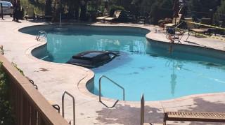 Γιαγιά έκανε βουτιά με το αυτοκίνητό της σε πισίνα ξενοδοχείου στο Κολοράντο (Vid)