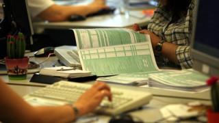 Επιδρομή της εφορίας σε τραπεζικούς λογαριασμούς: 730 κατασχέσεις την ημέρα