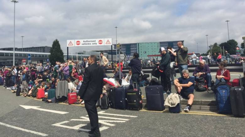 Ελεγχόμενες εκρήξεις στο αεροδρόμιο του Μάντσεστερ