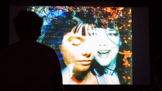 Bjork & περιοδικό Glamour καταγγέλoυν τη μουσική βιομηχανία για σεξισμό