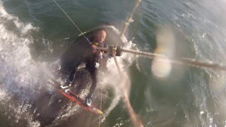 Kitesurfer ήρθε πρόσωπο με πρόσωπο με μεγάπτερη φάλαινα (Vid)