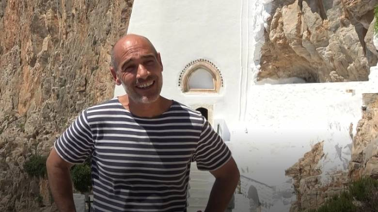 Ο Jean-Marc Barr επέστρεψε στο «Απέραντο Γαλάζιο» της Αμοργού (vid)