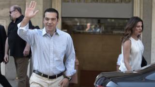Χαμογελαστός βγήκε από το νοσοκομείο ο Αλέξης Τσίπρας