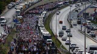 «Πορεία για τη Δικαιοσύνη»: «Πλημμύρισε» από 45.000 κόσμο η Κωνσταντινούπολη