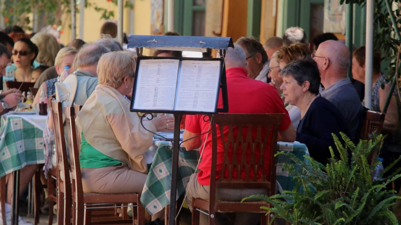 Συνεχίζεται το «σαφάρι» ελέγχων σε τουριστικές περιοχές, νέα «λουκέτα» σε επιχειρήσεις