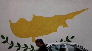 Κύπρος: κυβέρνηση εθνικής ενότητας ζητά ο Αρχ. Χρυσόστομος - στην Αθήνα ο γγ του ΑΚΕΛ