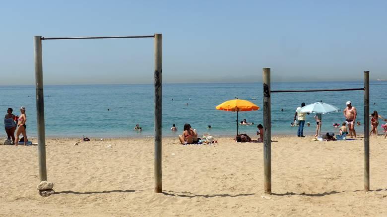 Πουλάνε παραλίες, αυξάνονται τα έσοδα