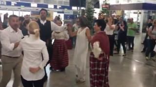 Γλέντι με χορούς και τραγούδια για το «ouzofest» στο Ελ. Βενιζέλος (vid)