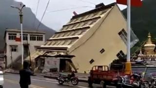 Θιβέτ: Η συγκλονιστική στιγμή από την κατάρρευση κτηρίου μέσα σε ποτάμι (pics&vid)