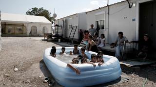 Μια πισίνα έφερε και το χαμόγελο στα προσφυγόπουλα στον Ελαιώνα (pics)