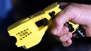 ΗΠΑ: Τιμωρούσε τα παιδιά της γυναίκας του με όπλο που προκαλεί ηλεκτροσόκ