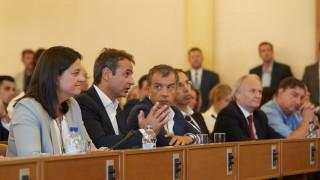 Δέσμευση από τον Μητσοτάκη να αλλάξει τον «οπισθοδρομικό νόμο Γαβρόγλου» (vid)