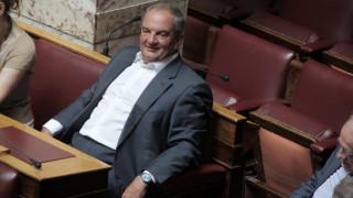 Χαμογελαστός και ευδιάθετος στη Βουλή ο Κώστας Καραμανλής (pics)