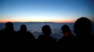 Συμμαχία ακροδεξιών παρεμποδίζει τη διέλευση προσφύγων στη Μεσόγειο (vid)