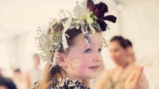 Η δύο ετών κόρη της Κοκό Ροσά για πρώτη φορά στην πασαρέλα (pics)