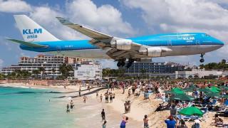 Σοκ στην Καραϊβική: Πέθανε τουρίστρια από τα καυσαέρια αεροπλάνου