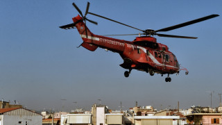Καρέ καρέ η μεταφορά με ελικόπτερο του τραυματισμένου πυροσβέστη στην Αθήνα (pics)