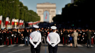 Έτοιμο το Παρίσι για τον εορτασμό της Ημέρας της Βαστίλης (pics)
