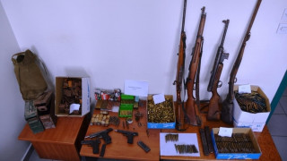 48χρονος έκρυβε οπλοστάσιο στο σπίτι του στις Σέρρες (pics)