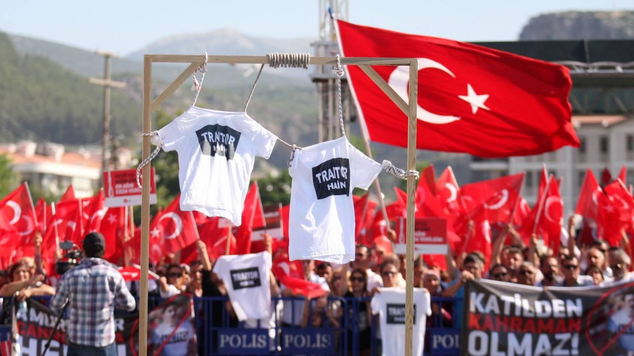Σάλος στην Τουρκία για τις αφίσες για το πραξικόπημα (pic)