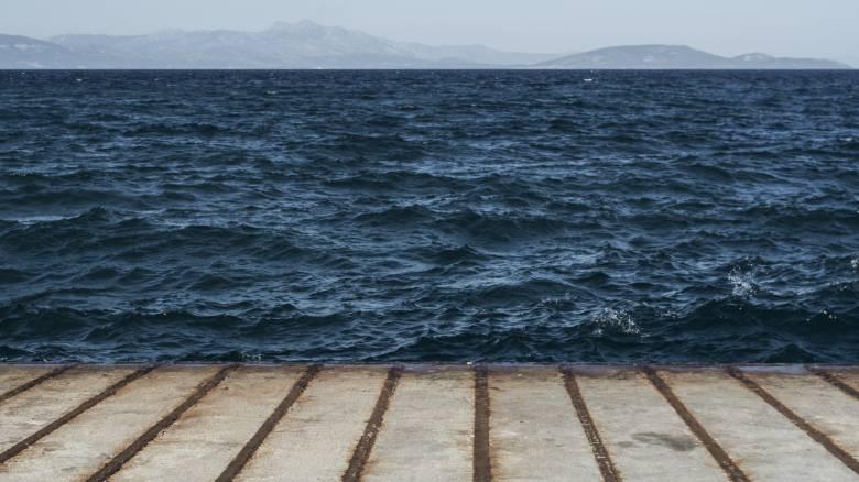 Στο λιμάνι της Καλαμάτας οι 104 μετανάστες που εντοπίστηκαν σε σκάφος στη Μεθώνη