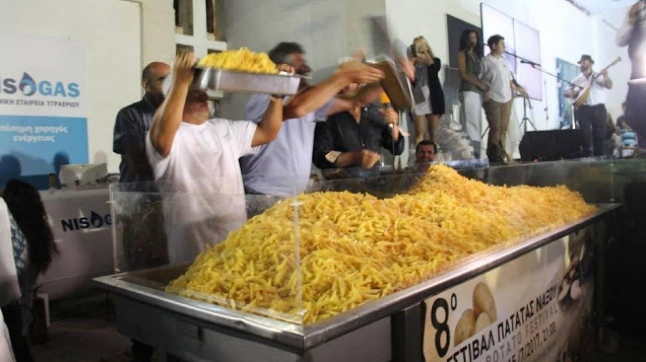 Στο βιβλίο των ρεκόρ Γκίνες οι Ναξιώτες - Τηγάνισαν 554 κιλά πατάτες (pics)