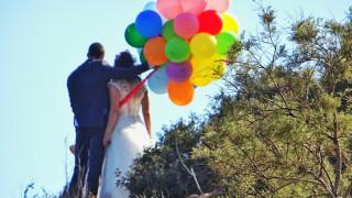 Γαμπρός και νύφη έφτασαν στην εκκλησία με συνοδεία... 15 λεωφορεία (pic&vids)