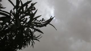 Πάτρα: Ισχυροί άνεμοι έριξαν τζαμαρία κολυμβητηρίου πάνω σε αυτοκίνητα (pics)