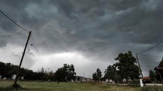 Διακοπές ρεύματος και κατολισθήσεις στη Λάρισα
