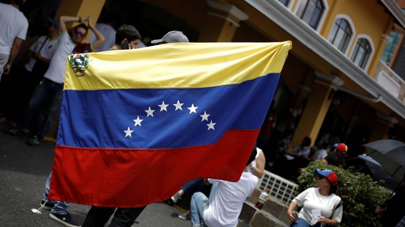 Βενεζουέλα: Το αντικυβερνητικό δημοψήφισμα «βάφτηκε» με αίμα (pics)