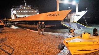 Η «Μέδουσα»... έβγαλε βάρκες στην στεριά - Ακυβέρνητα φέρι μποτ (pics&vids)
