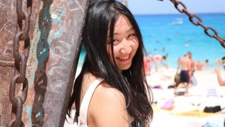 Η Κινέζα που αγάπησε την Ελλάδα και ερωτεύτηκε το... μπουζούκι (pics)