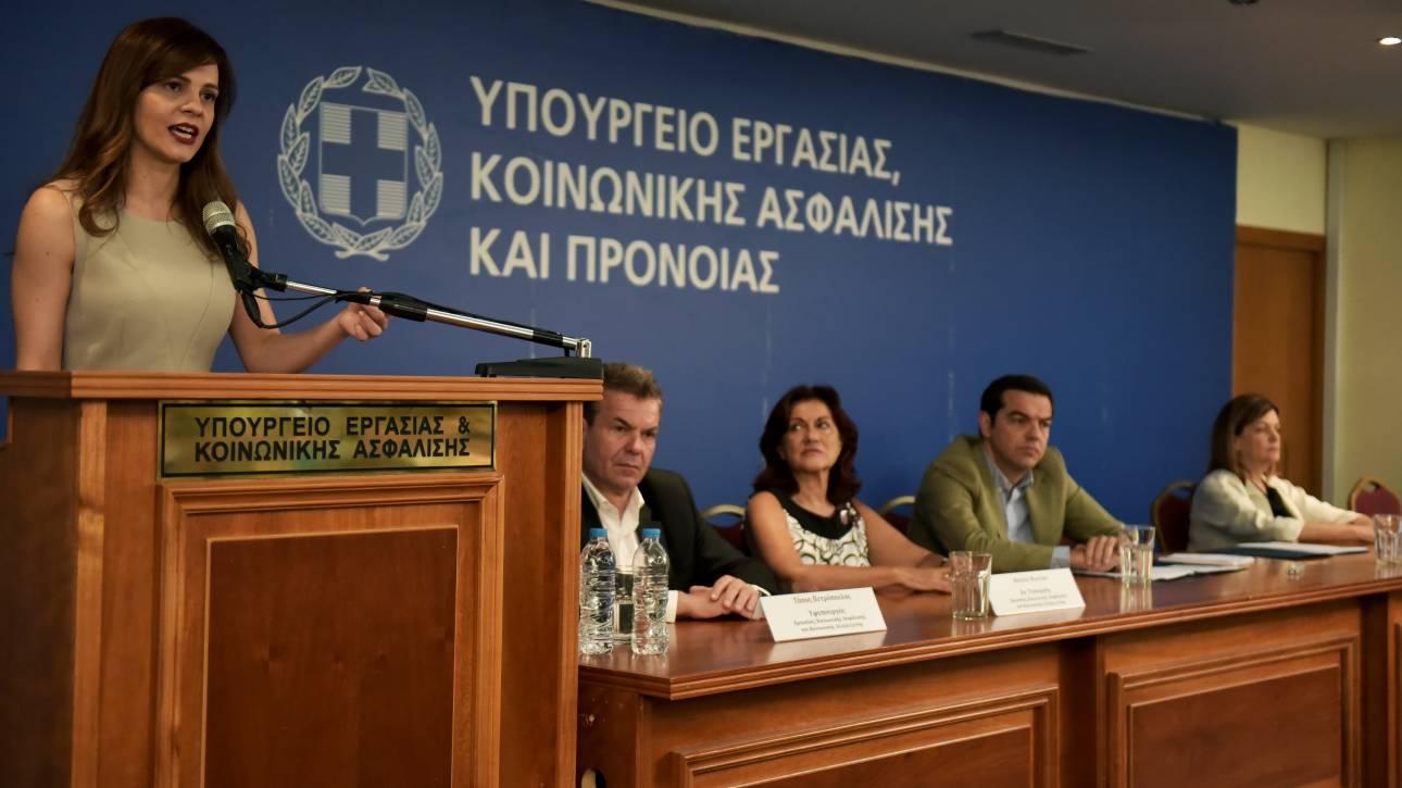 Η Αχτσιόγλου προανήγγειλε ρυθμίσεις για την αντιμετώπιση των παραβιάσεων της εργατικής νομοθεσίας