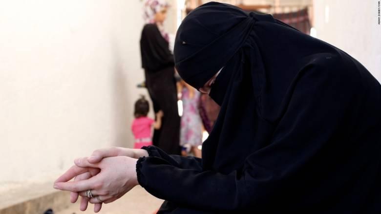 Οι «νύφες του ISIS» εγκαταλείπουν άρον - άρον το «χαλιφάτο» τώρα που καταρρέει